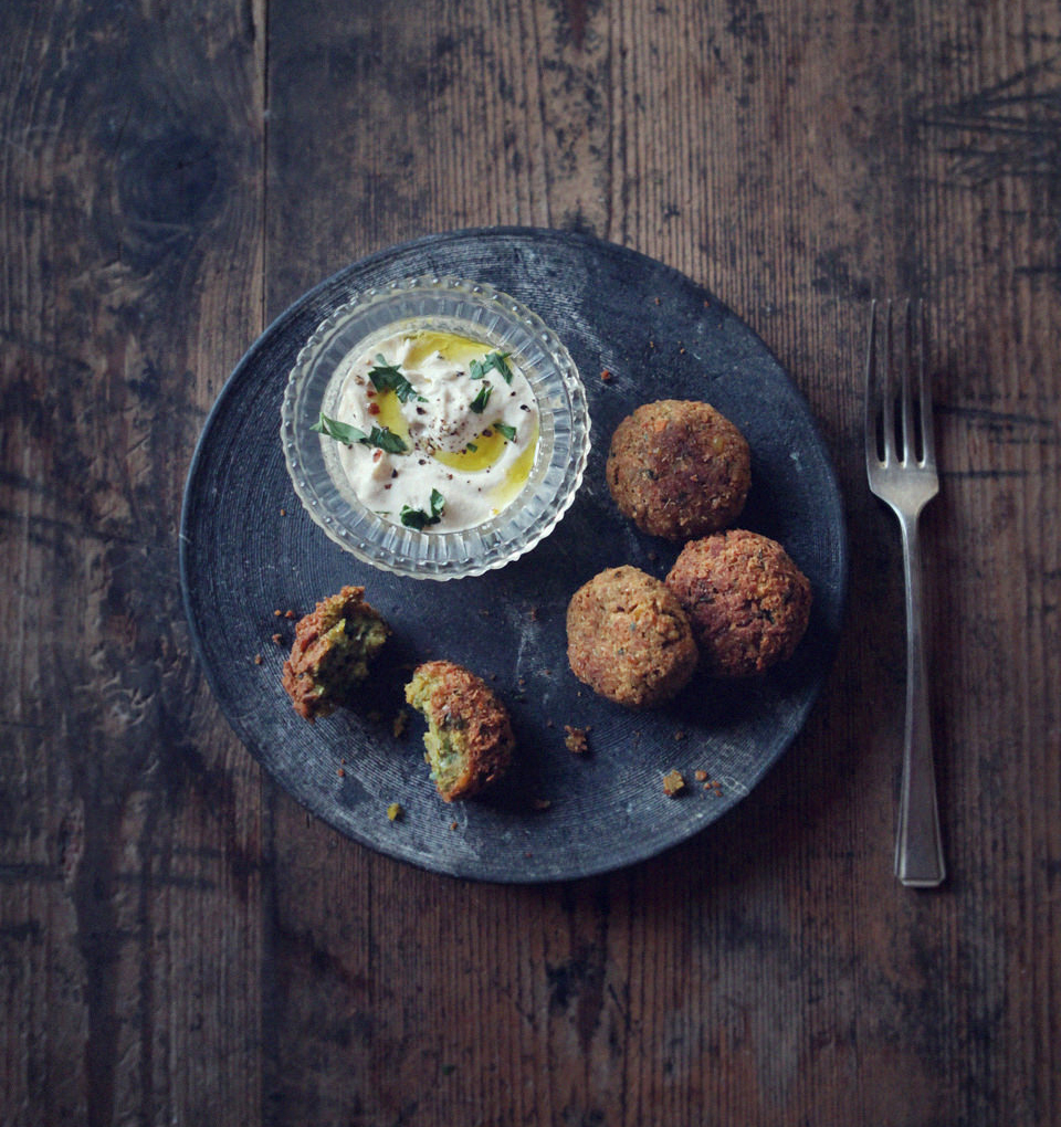 falafel-with-tahini-yogurt-dip_2